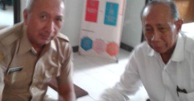 Ket foto: pimpinan majalah DINAMIKA berasam sekcam Sukra kabupaten Indramayu