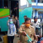 Di Terminal Serang, Walikota Bagi Bagi Masker Gratis
