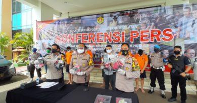 Gunakan Senjata Airsoft Gun dan Kendaraan Dinas, Lima Polisi Gadungan Ditangkap Polres Tangsel